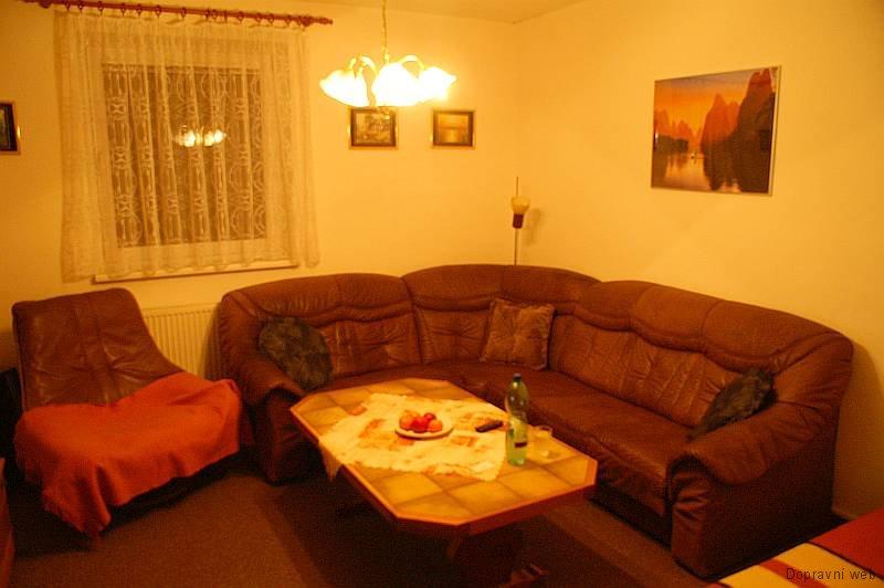 Ubytování v hale Radouňka - obývací pokoj.