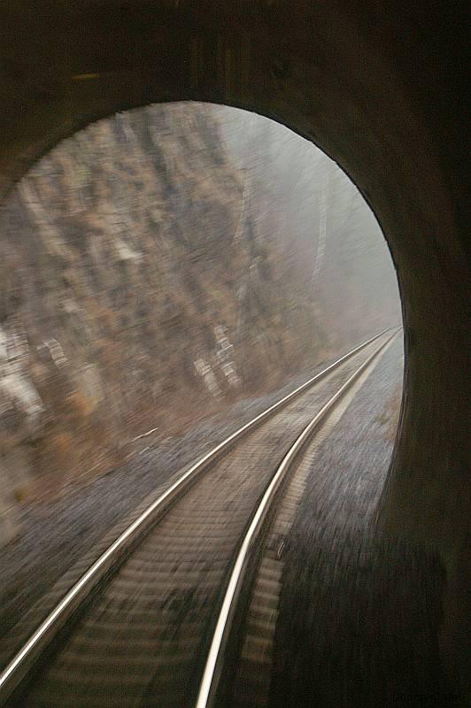 Vjíždíme do tunelu.