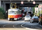 32-tram-near-stop-and-crossing-zahradni-mesto-7-9-2009