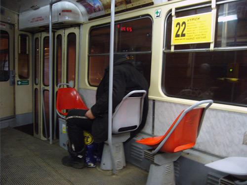 Bezdomovec v tramvaji č. 22
