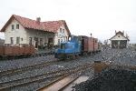 Pracovní vlak ve stanici.
