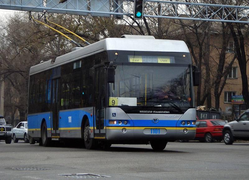 Trolejbus Neoplan Kazakhstan z poslední dvacetikusové dodávky do Almaty