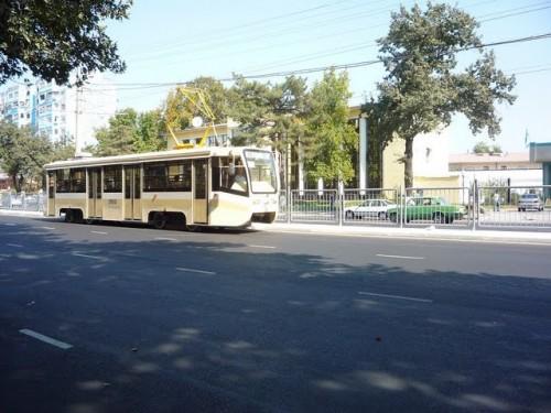 Tramvaj KTM na ulici Amira Temura