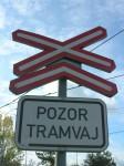 Šalina nebo tramvaj? Neznalost oficiálního výrazu řidiče při přejíždění trati neomlouvá!