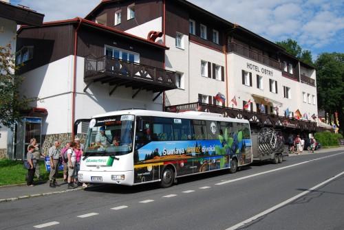 Autobus s vlekem v Železné Rudě
