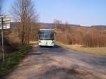 Tradiční prostředí pro linkový autobus: rozbité místní silnice