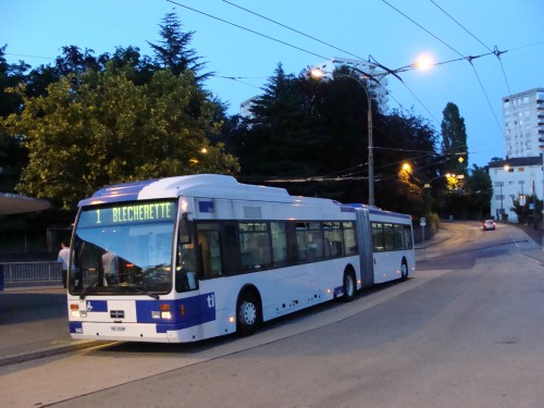 Lausanne - nedostatek trolejbusů nahradily busy dne 11.7.2011 - nedaleko zast. Maladière