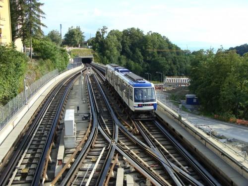 Lausanne - metro 2 nedaleko stanice Sallaz dne 14.7.2011 jede směr Ouchy
