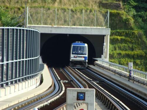 Lausanne - metro 2 nedaleko stanice Sallaz dne 14.7.2011 směr Ouchy