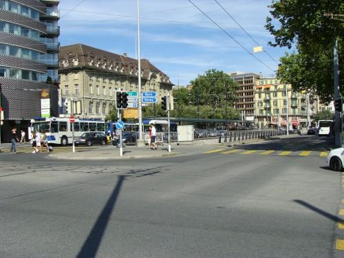 Lausanne - MHD na zast. Chauderon ( pohled směr centrum) dne 15.7.2011