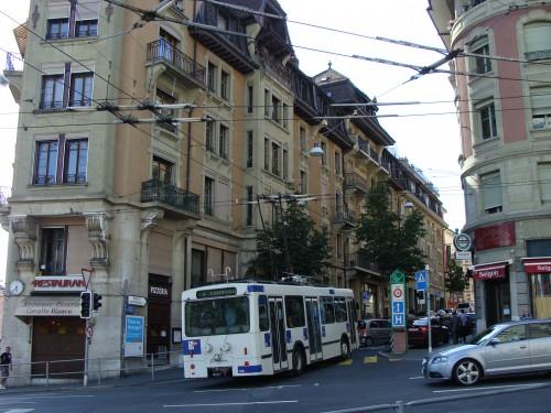 Lausanne - trolejbus č. 4 u zast. Chauderon ( pohled směr zast. Ecole Commerce) dne 15.7.2011.