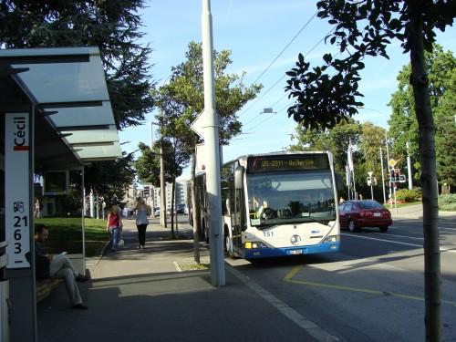 Lausanne - zast. MHD Cécil (pohled směr zast. Chauderon) dne 15.7.2011
