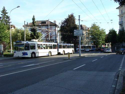 Lausanne - zast. MHD Cecil (pohled směr zast. Pont Marc Dufour) dne 15.7.2011