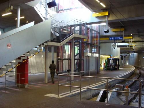 Lausanne - přestupní a konečná stanice Leb Railway Lausanne-Flon dne 15.7.2011