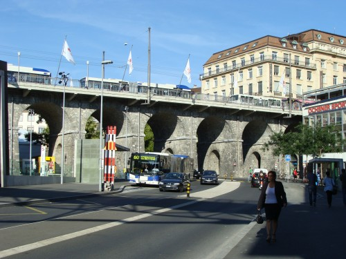Lausanne - Přestupní stanice metra 1, 2, LEB Railway, trolejbusů a busů Lausanne-Flon dne 15.7.2011