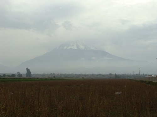 Vulkán Picchu Picchu se již nalézá v národní rezervaci Salinas y Aquada Blanca dne 18.2.2011.