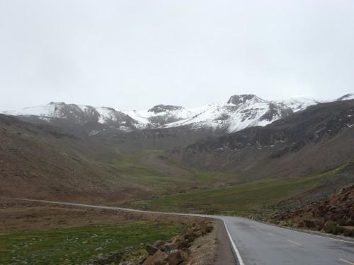 Reserva Nacional Salinas  y Aguada Blanca - hory pod sněhem cca 4890 m.n.m.18.2.2011 11:17.