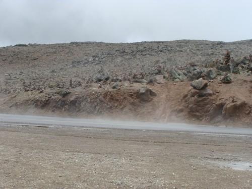 Reserva Nacional Salinas y Aguada Blanca - silnice v mracích 4910 m.n.m.18.2.2011 11:31.