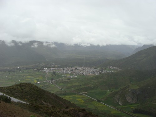 Pohled na městečko Chivay 18.2.2011 12:04.