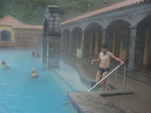 3 km za Chivay - termální bazén 18.2.2011 14:25.
