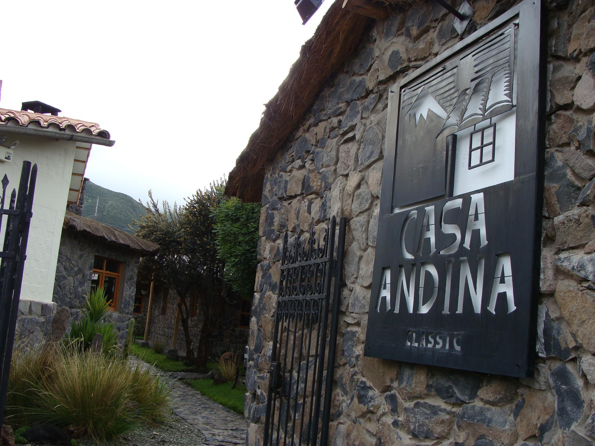 Chivay - hotel Casa Andina - celkový pohled dne 19. 2. 2011 6:55