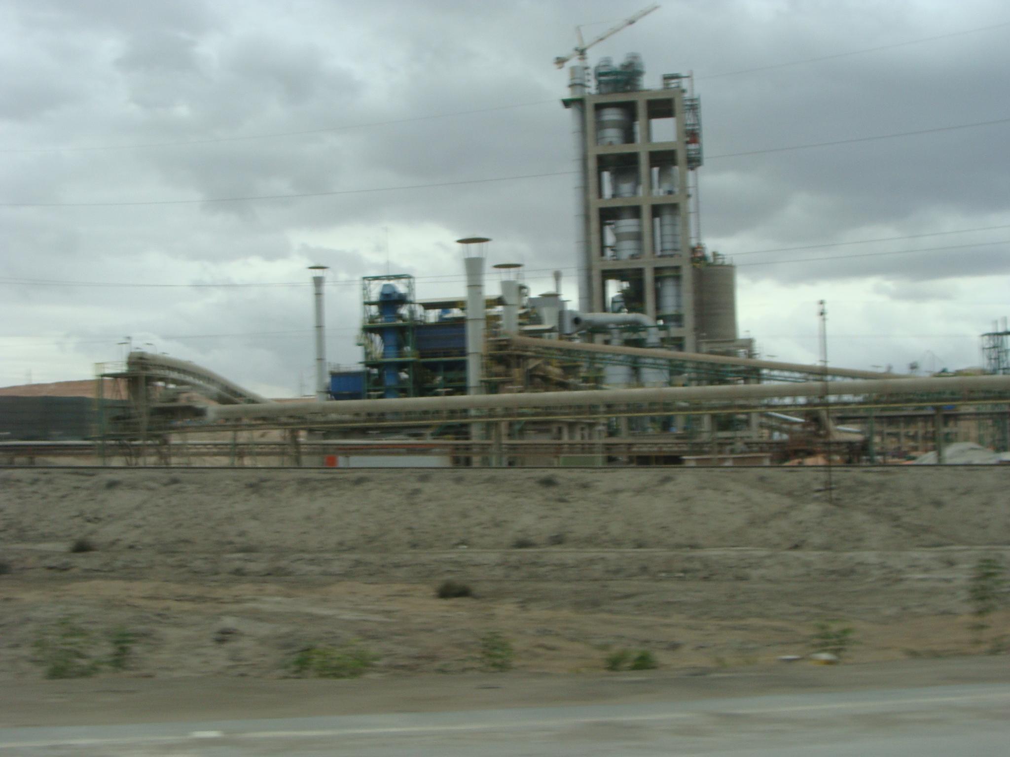 Na cestě do Arequipy - cementárna dne 19 .2. 2011