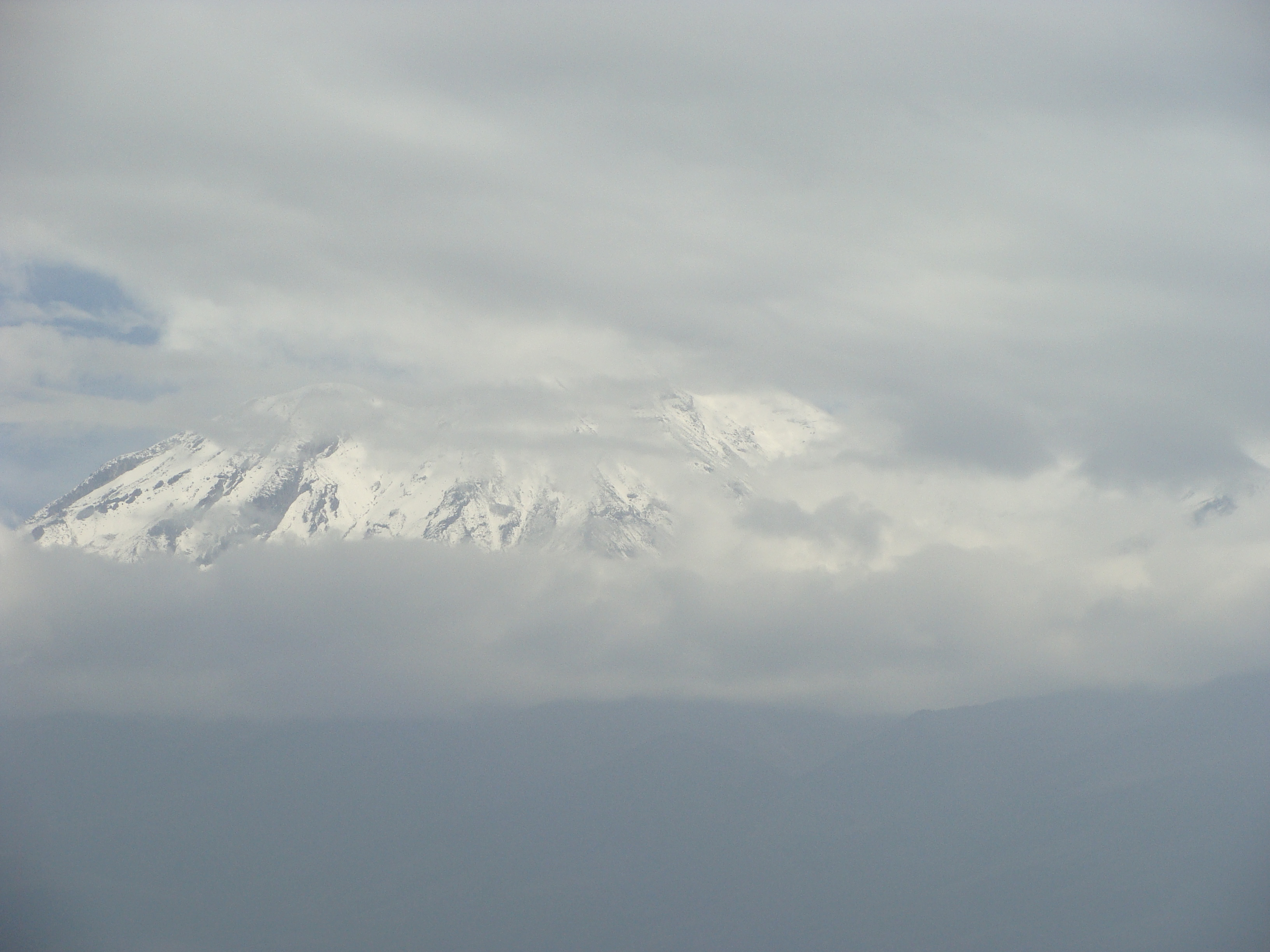 Arequipa - Reserva Nacional Salinas - Aguada Blanca - vulkán Chachani dne 20.2.2012 10:15.