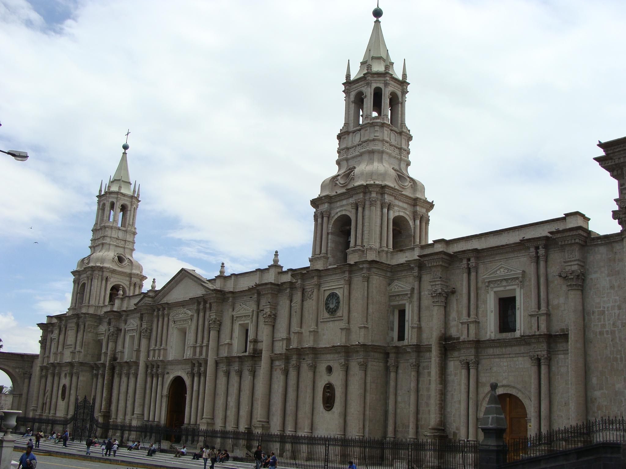 Arequipa  - Plaza de Armas - katedrála dne 20. 2. 2011 11:47.