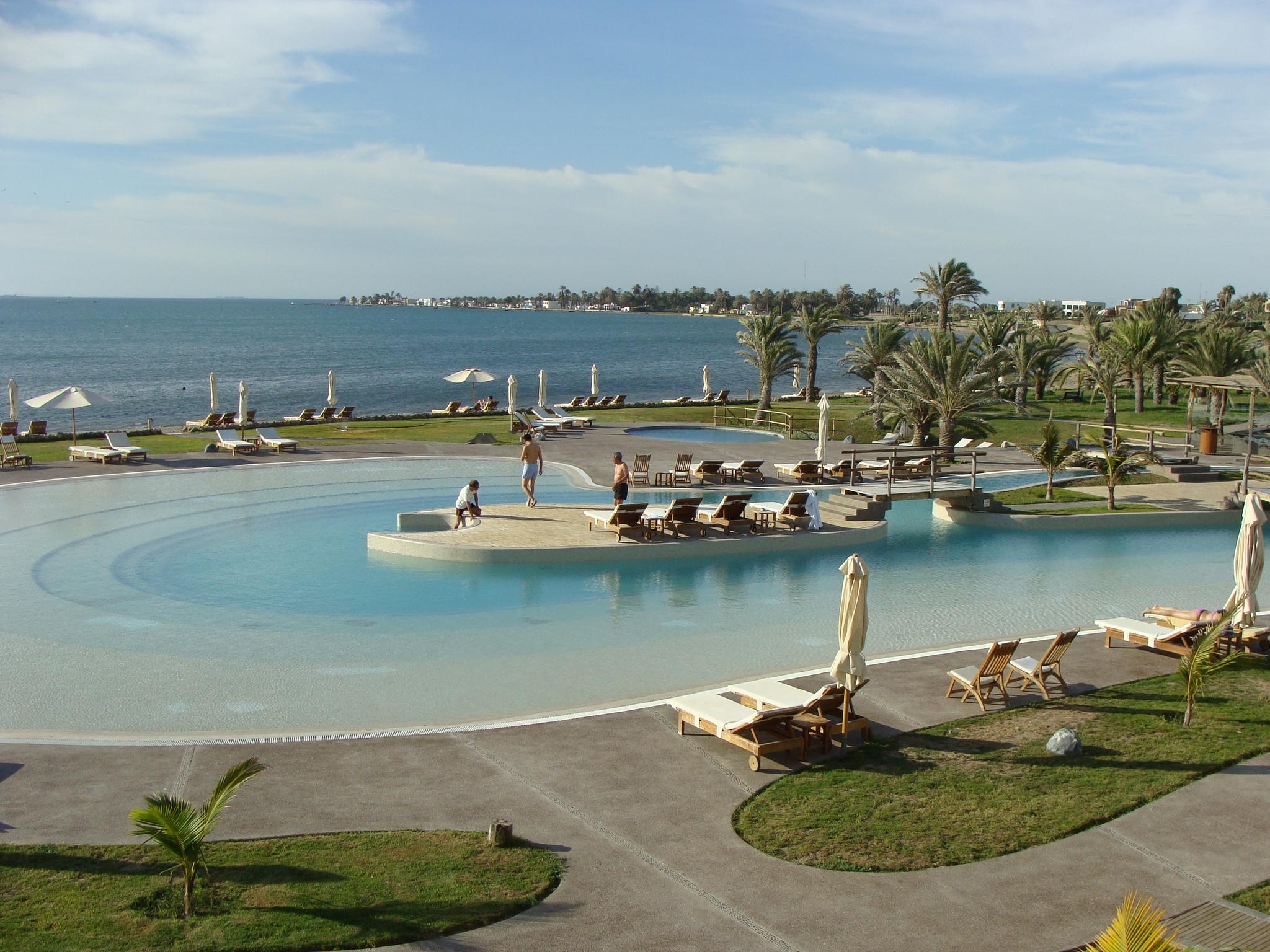 Paracas - pohled na hotelový bazén 21. 2. 2011
