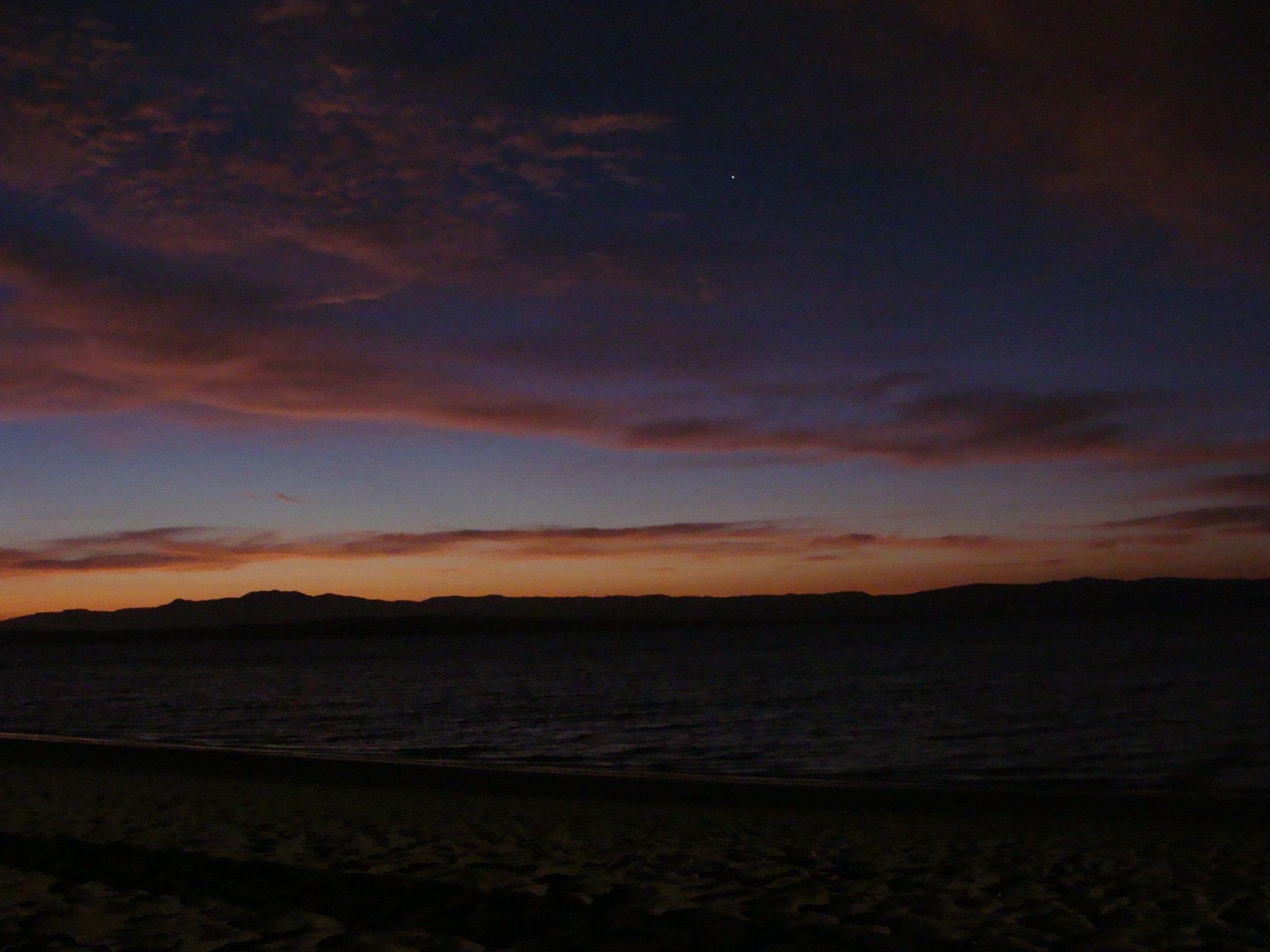 Západ slunce v paracaskem zálivu s první hvězdou Canopus ze souhvězdí Carina - lodní kýl 21. 2. 2011 19:07