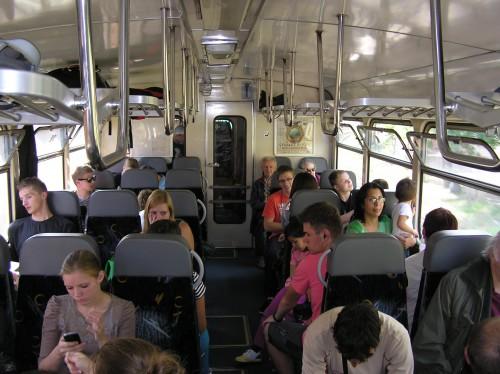 Běžná obsazenost vlaku na lokálce.