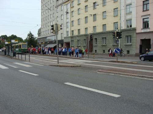 Tramvaj zastavila v zastávce OOppera směr centrum.