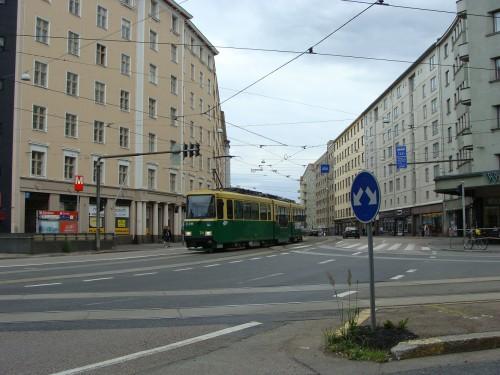 Tramvaj linky č. 6T nedaleko stanice metra Sörnäinen.