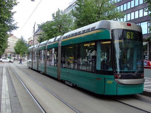 Tramvaj linky č. 6T na ulici Mannerheimintie.