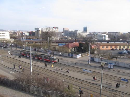 """Zde na zastávce Nové Sady u dnešního 5 a 6 nástupiště by byl hlavní východ z hlavního nádraží ve variantě """"Pod Petrovem"""""""