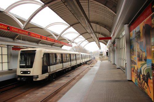 Povrchová stanice budapeštského metra linky M2 Pillangó utca 2. 12. 2018.