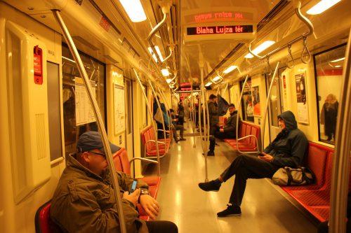 V budapeštském metru linky M2 2. 12. 2018.