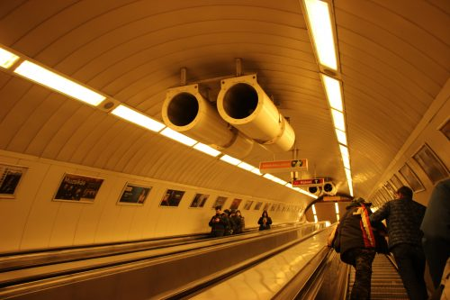 Stanice budapeštského metra linky M2 Astoria 2. 12. 2018.