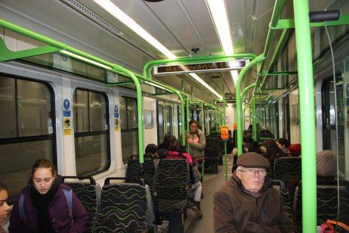Konečná přestupní podzemní stanice příměstské železnice HÉV linky H5 Batthyány tér 2. 12. 2018.. Přestup je na linku budapešťského metra M2. Vpříměstském vlaku HÉV linky H5.