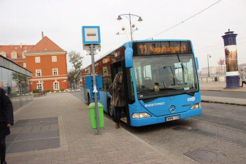 Zastávka busu č. 11 Batthyány tér 2. 12. 2018.