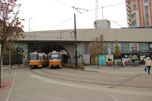 Tramky Tatra T5C5K v tunelu u zastávky Széll Kálmán tér 2. 12. 2018. Tramky jsou na linkách 59 a 61.
